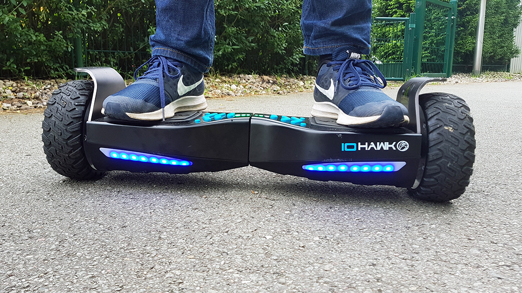 io hawk cross mini hoverboard im test bike bild. Black Bedroom Furniture Sets. Home Design Ideas